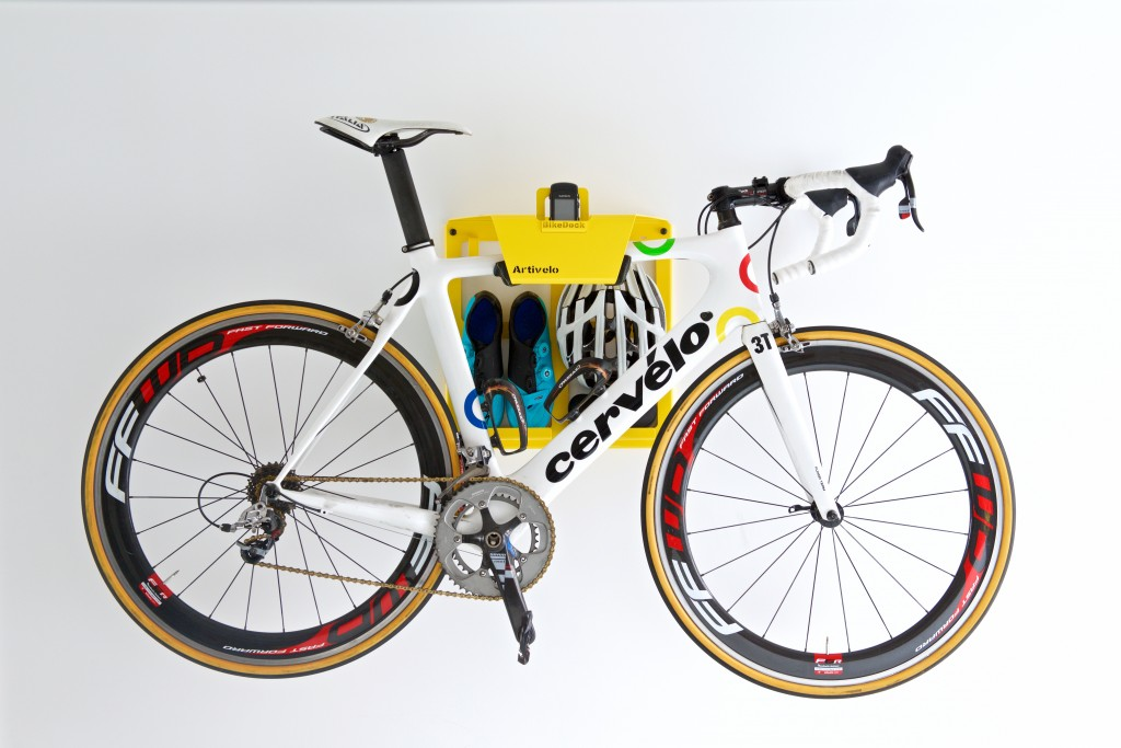 racing bike hangingsystem in the color yellow