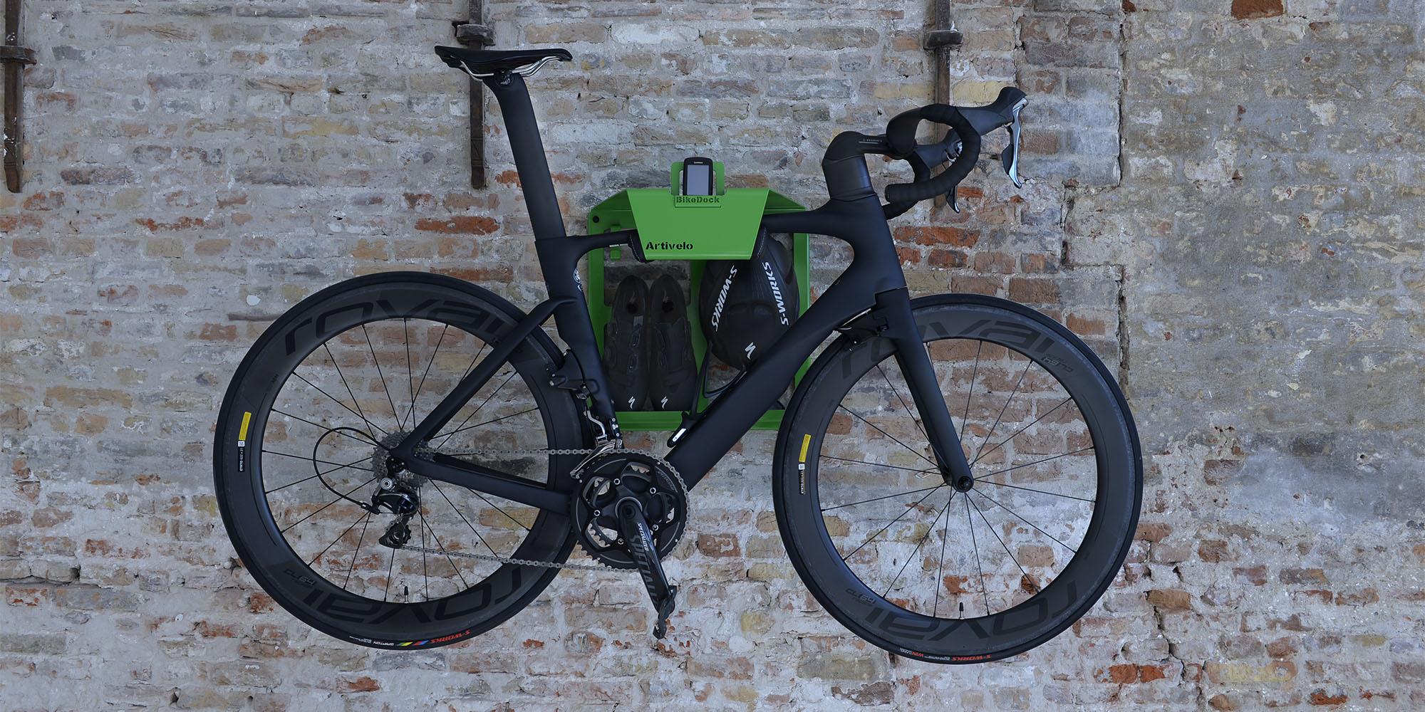 https://artivelo.com/english/wp-content/uploads/2016/07/Artivelo-BikeDock-Tour-de-France-green-trui-green-jersey-fiets-ophangsysteem-racefiets-ophangen-muur-muurbeugel-Bike-Wall-Mount-bike-storage-bicycle-storage-Road-bike-hanging-wall.jpg
