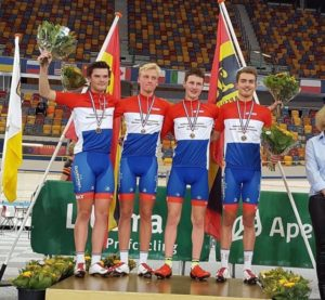 wiltoncyclingteam-volharding-junioren-ploegenachtervolging-nederlands-kampioen-championships-velodrome-team-pursuit-track-cycling-baanwielrennen-cycling-wielrennen-artivelo-specialized dutch track championns