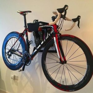 Vertical hanging system for racing bike