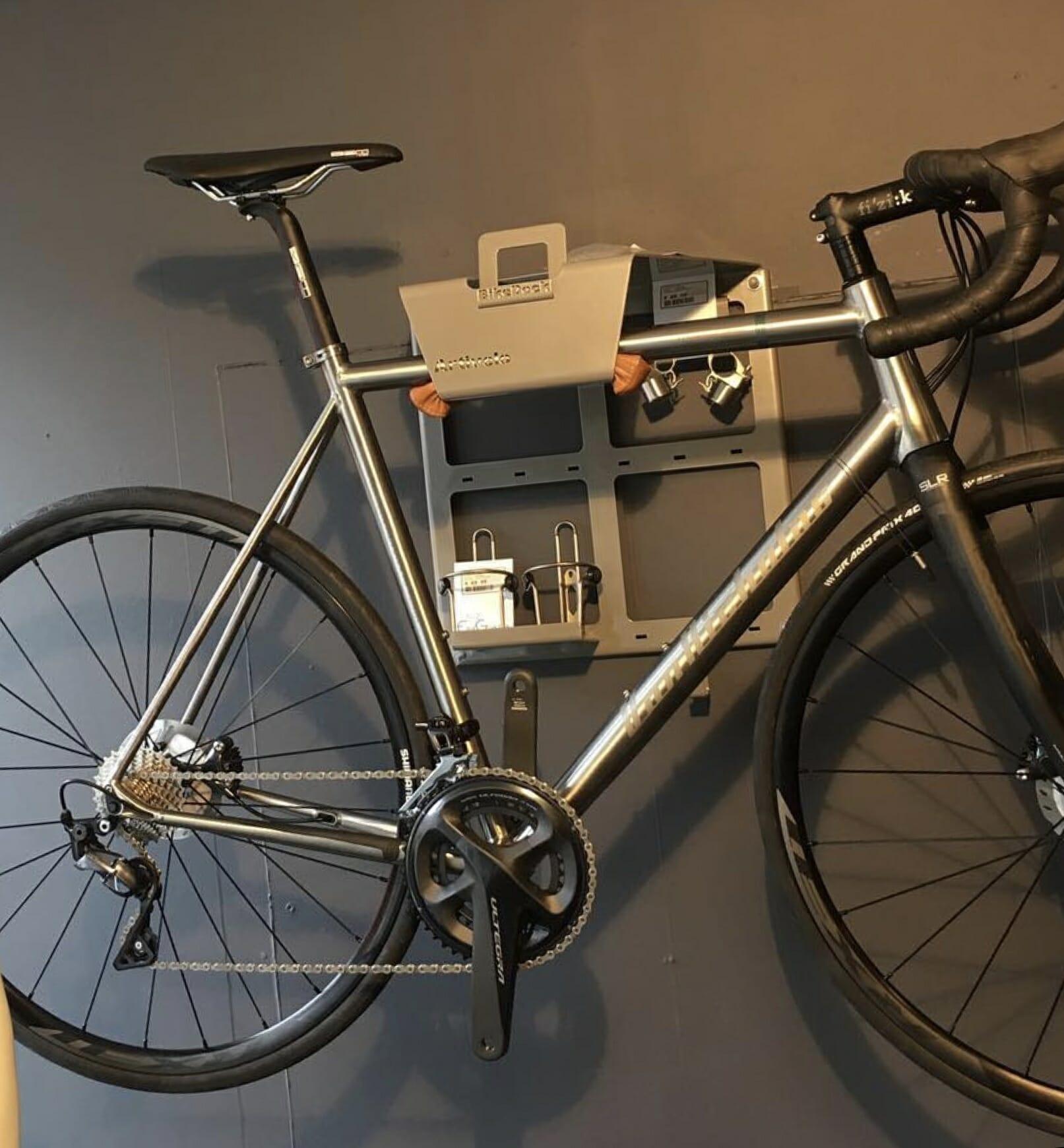 Hang your bike on the wall like Erik Gorter