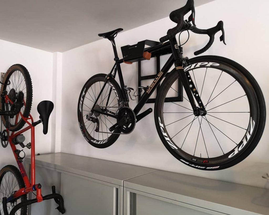 Racing bike wall system