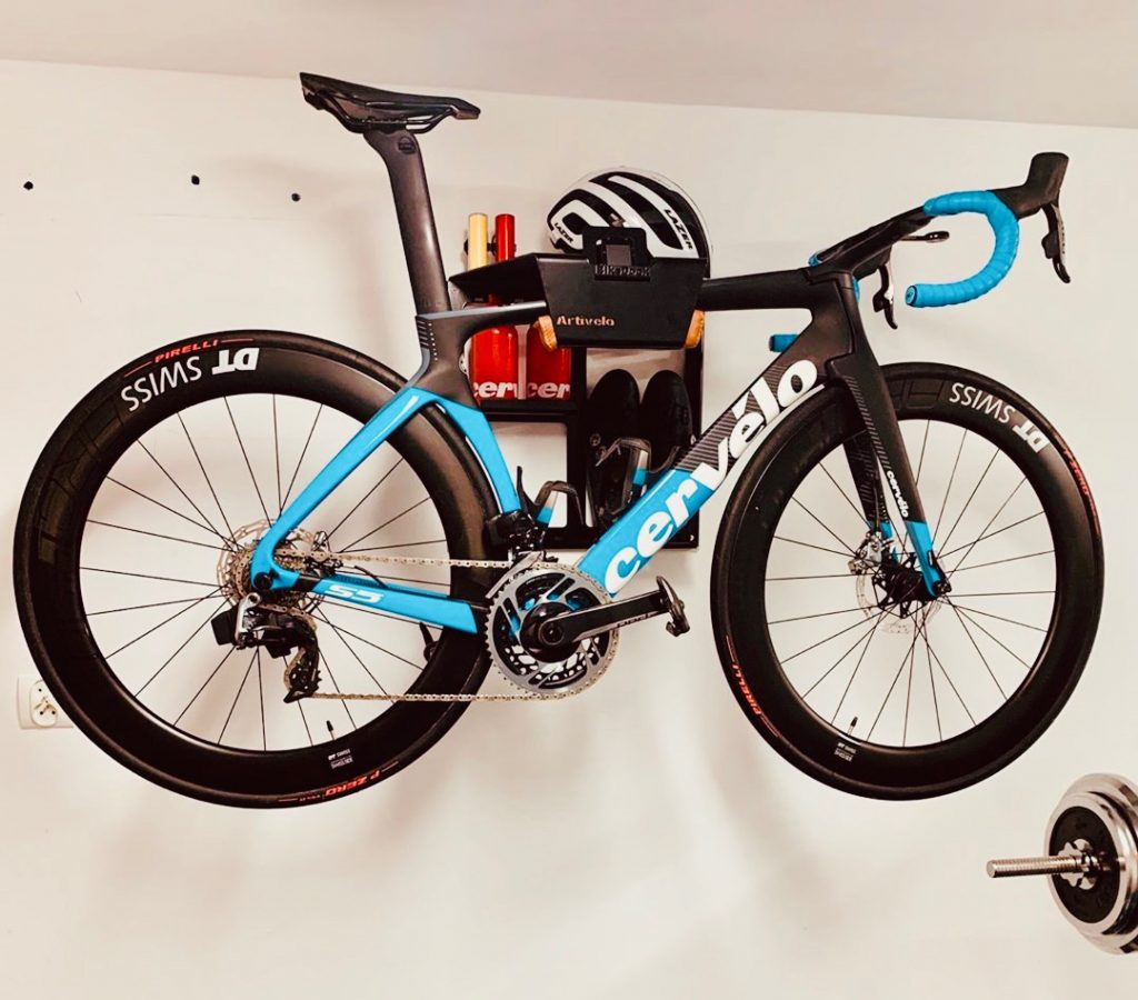 Hang up your racingbike in a small room