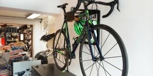 Ventoux Trek Benelux ophangsysteem racefiets hangen muur woonkamer huis apartement Artivelo BikeDock Loft