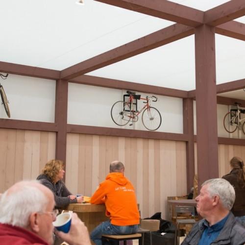 Wieler Café racefiets ophangen