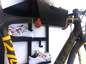 Trek Benelux ophangsysteem racefiets hangen muur woonkamer huis apartement Artivelo BikeDock Loft 1
