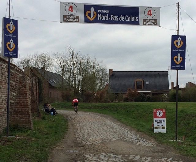 Team Artivelo fietst Parijs Roubaix Challenge