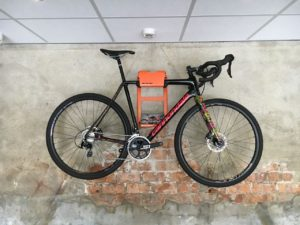 artivelo-bikedock-urban-cannondale-villavelo-front-fiets-ophangsysteem-racefiets-ophangen-muur-muurbeugel-bike-wall-mount-bike-storage-bicycle-wall-bracket-bike-hanger-bike-storage-hanging-wall