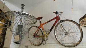 el-ciclo-barcelona-ramiro-sobral-fietsverhuur-fietsenwinkel-reparatie-handgemaakte-lampen-recyle-cadeaus-bamboe-fietsen-4