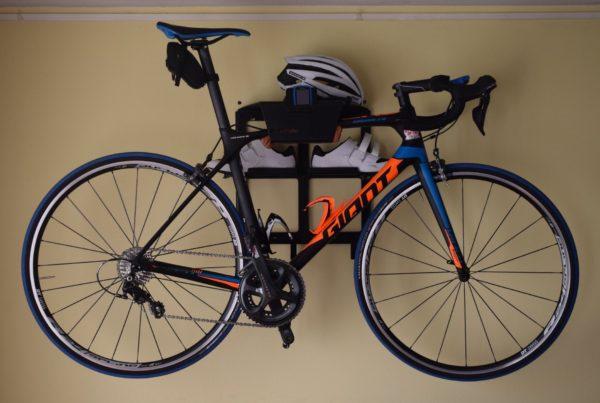 Stijlvol zwart ophangsysteem wielrenfiets