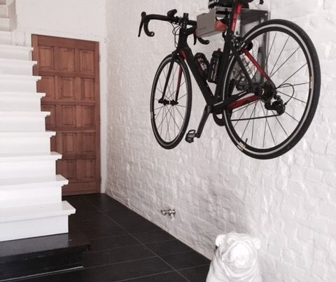 Hangsysteem muur voor wielrenfiets