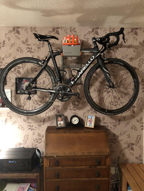 Je fiets ophangen in de woonkamer