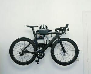 Je fiets ophangen aan de muurbeugels