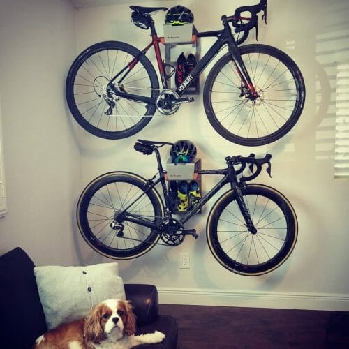 Je fietsen ophangen aan de muursysteem