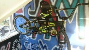 BMX aan de muur